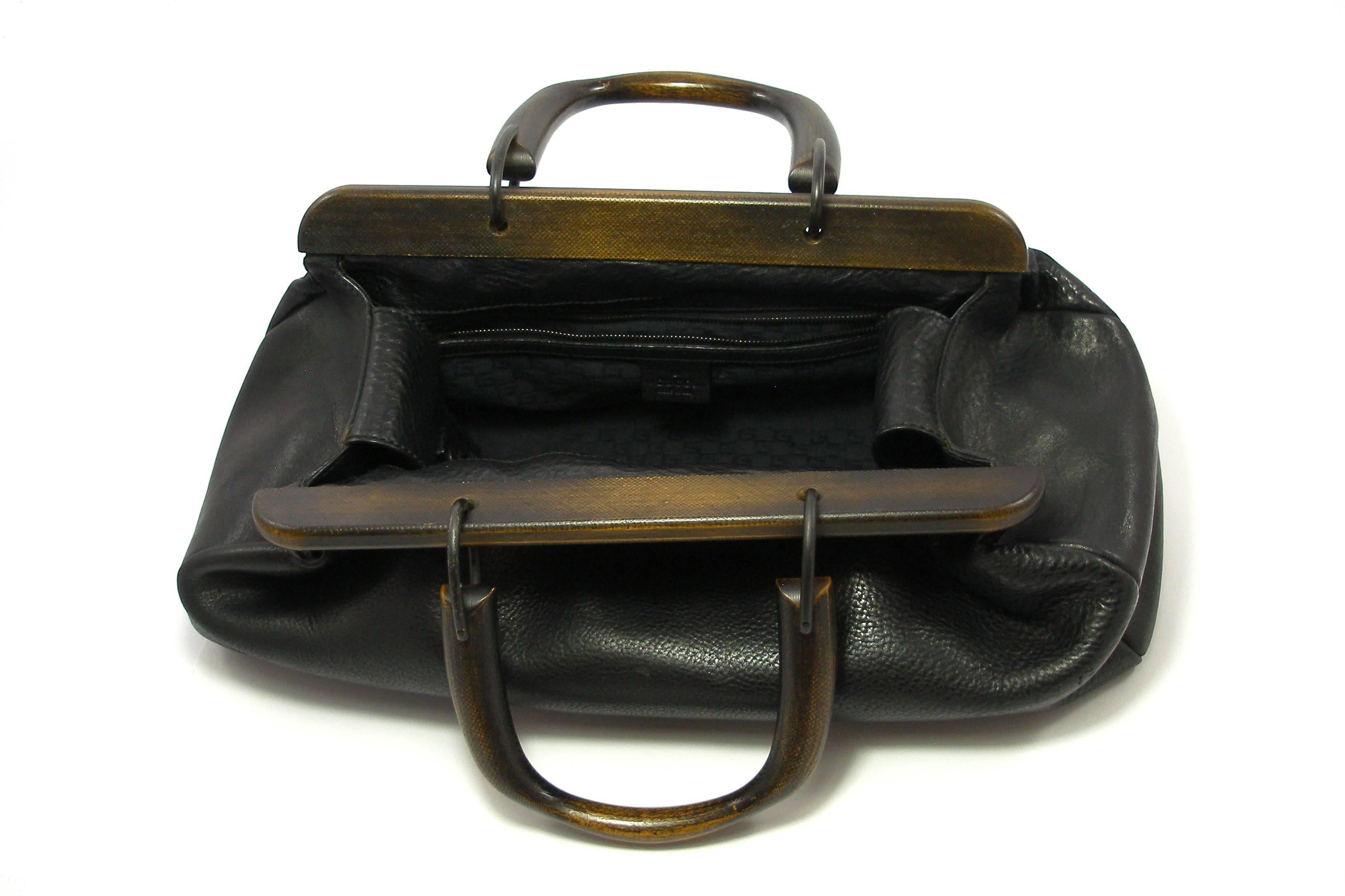 4cbae861c541 GUCCI by TOM FORD Wooden Handles Black Leather Doctor Satchel 2002 Bag at  1stdibs