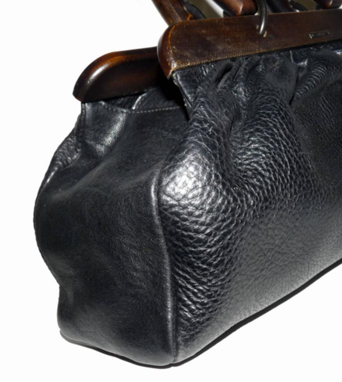 d36082d16925 GUCCI by TOM FORD Wooden Handles Black Leather Doctor Satchel 2002 Bag For  Sale 4