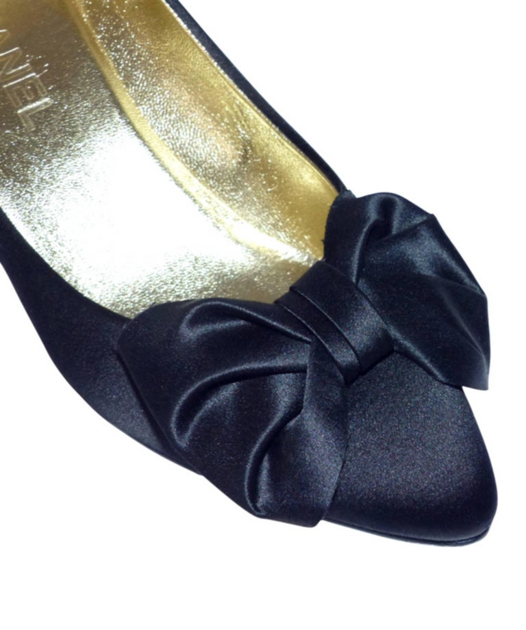 Chanel classique satin evening shoes Black satin / RARE / LIKE NEW  3