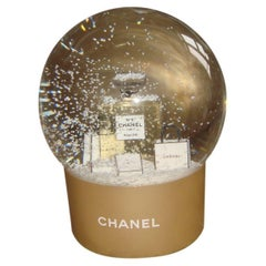 Chanel VIP Collectible Large Parfum N° 5 Snow Globe  / New