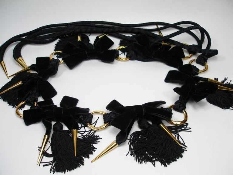 Magnific YSL Vintage Belt  Mix of black velvet and pompom trimmings intertwined with gold plated metal.  Total length : 1.70cm / velvet 73 cm  Sorry no box !  Customes fees and vat are included  Thank you for visiting my shop !