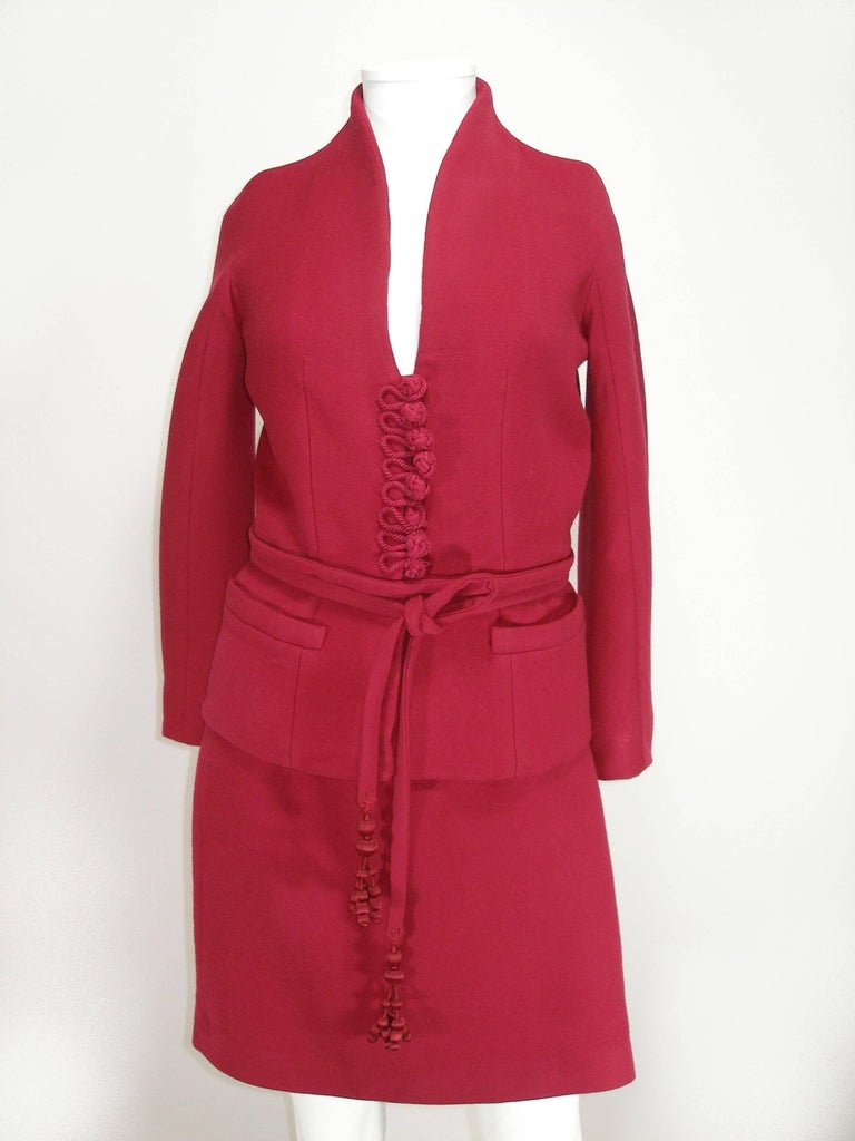 Impossible to find COLLECTIBLE Is a beautiful pièce  Rare Collector Runway Dior Suit Skirt Collection Winter 2009  Woll 100% , Lining 100 % silk Framboise Color the pics are taken with out flash but the shade change depending how light touch the