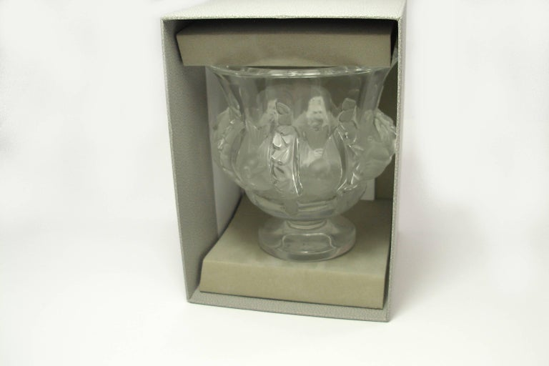 Gray FAN-TAS-TIC and Classique Lalique Dampierre Vase Size height 12.2 cm / LIKE NEW  For Sale