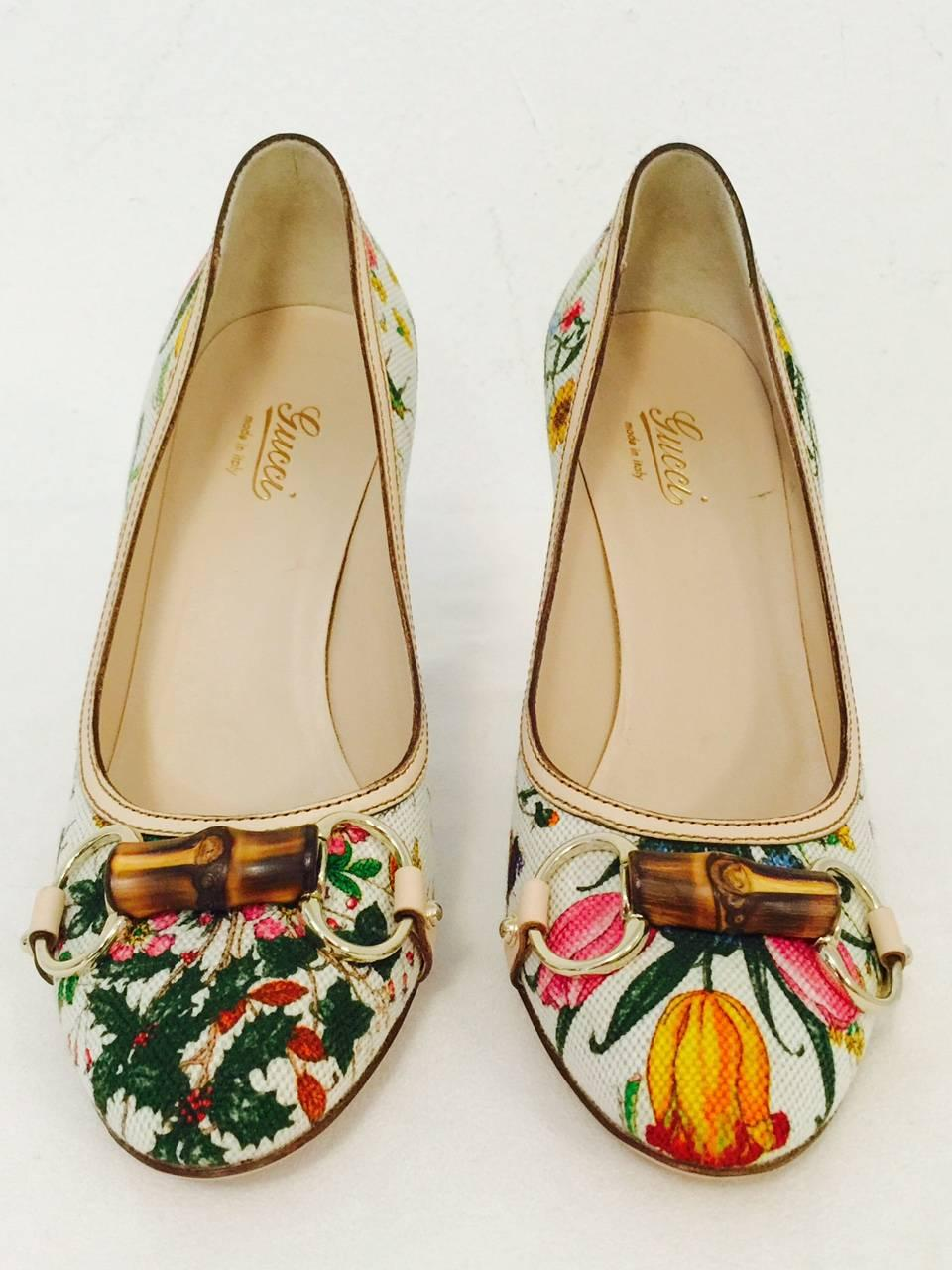 f0e3fbe60 Gucci Ivory Floral Print Fabric Pumps With Bamboo Bits and Wooden Heels at  1stdibs
