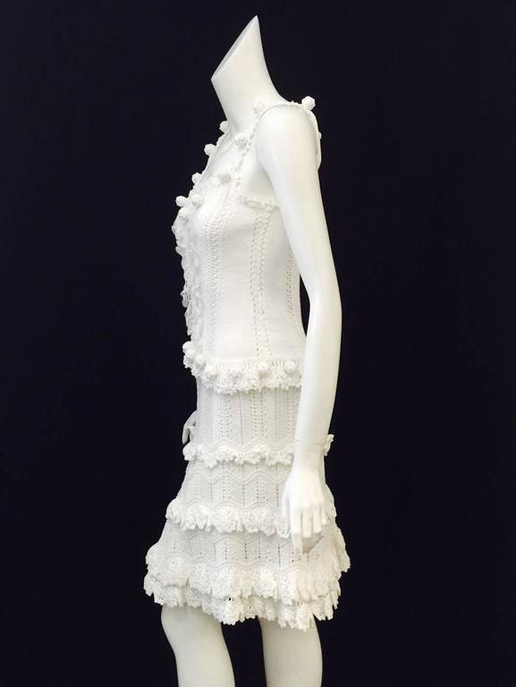 Oscar de la Renta White Cotton Crochet Camisole and Skirt Ensemble  In Excellent Condition For Sale In Palm Beach, FL
