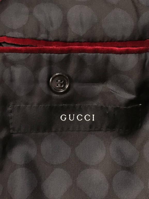 Iconic 2004 Fall Tom Ford For Gucci Burgundy Velvet Men's Smoking Jacket  For Sale 2