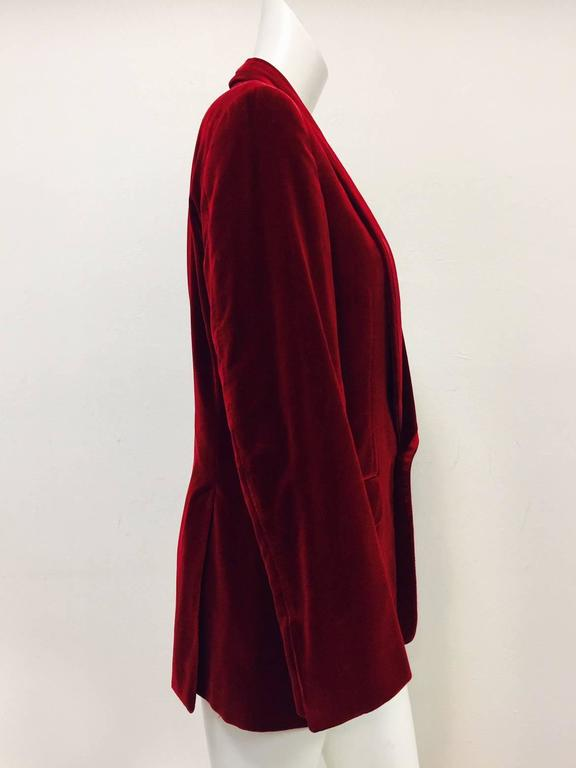 Iconic 2004 Fall Tom Ford For Gucci Burgundy Velvet Men's Smoking Jacket  In Excellent Condition For Sale In Palm Beach, FL