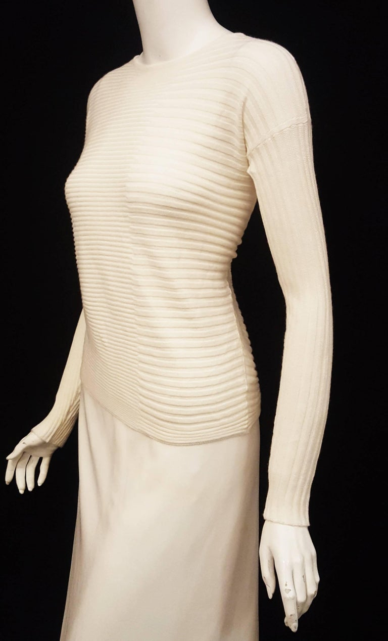 Loro Piana Ivory Cashmere and Silk Long Sleeve Pullover Sweater In Excellent Condition For Sale In Palm Beach, FL