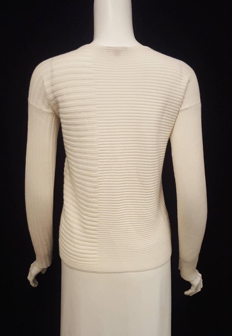 Women's Loro Piana Ivory Cashmere and Silk Long Sleeve Pullover Sweater For Sale