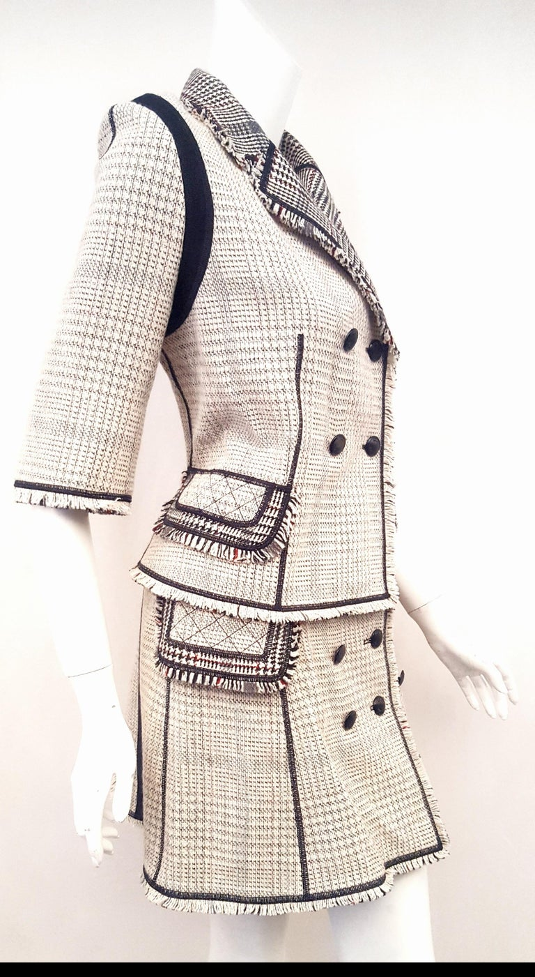 Louis Vuitton Black & Beige RunwayTweed Skirt Suit with Fringe Border Details In Excellent Condition For Sale In Palm Beach, FL