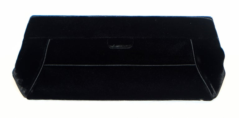 Judith Leiber Minimalistic Velvet Clutch W/ 3 Large Crystals & SilverTone Strap In Excellent Condition For Sale In Palm Beach, FL