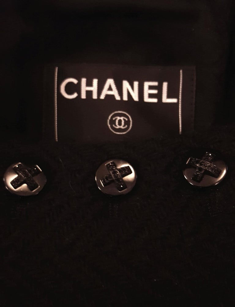 Chanel Black Herringbone Wool 2006 Fall Collection Jacket For Sale 1