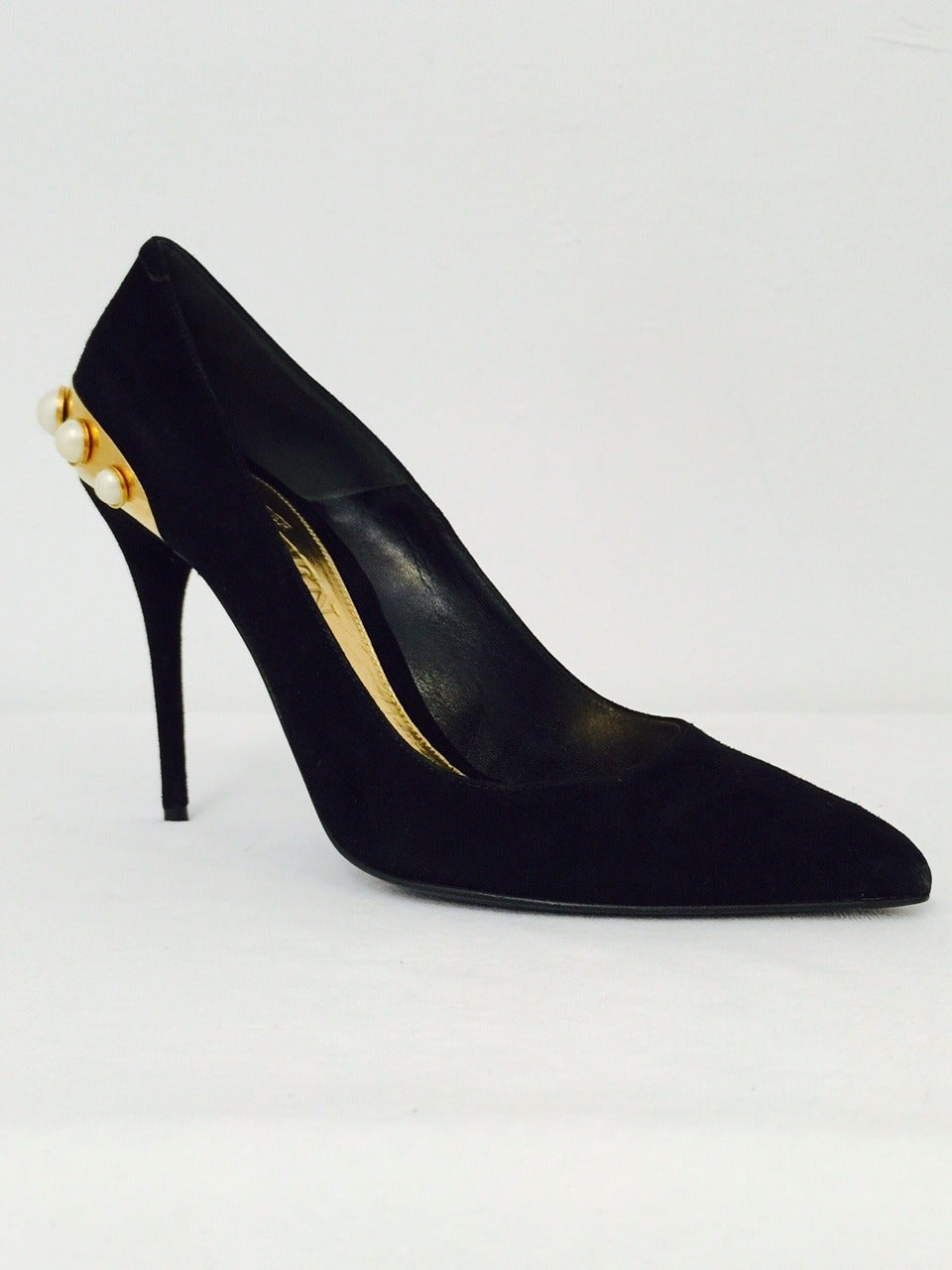 Women's Awe-Inspiring Alexander McQueen Black Suede Evening Pumps with Pearls For Sale