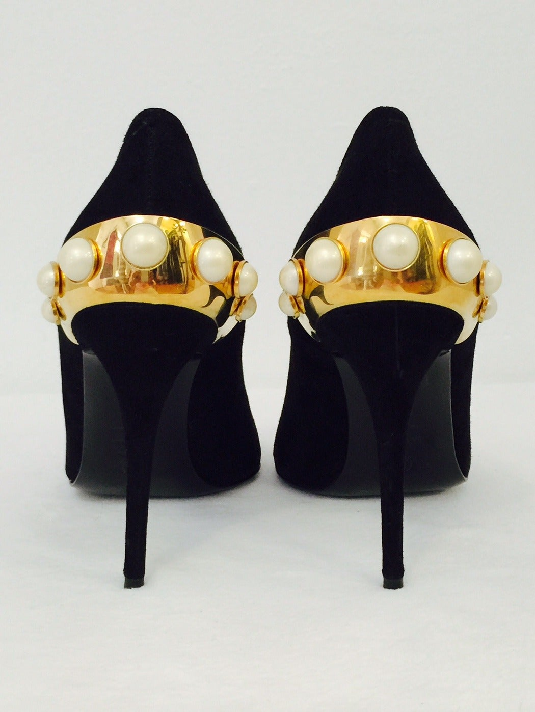Awe-Inspiring Alexander McQueen Black Suede Evening Pumps with Pearls For Sale 1
