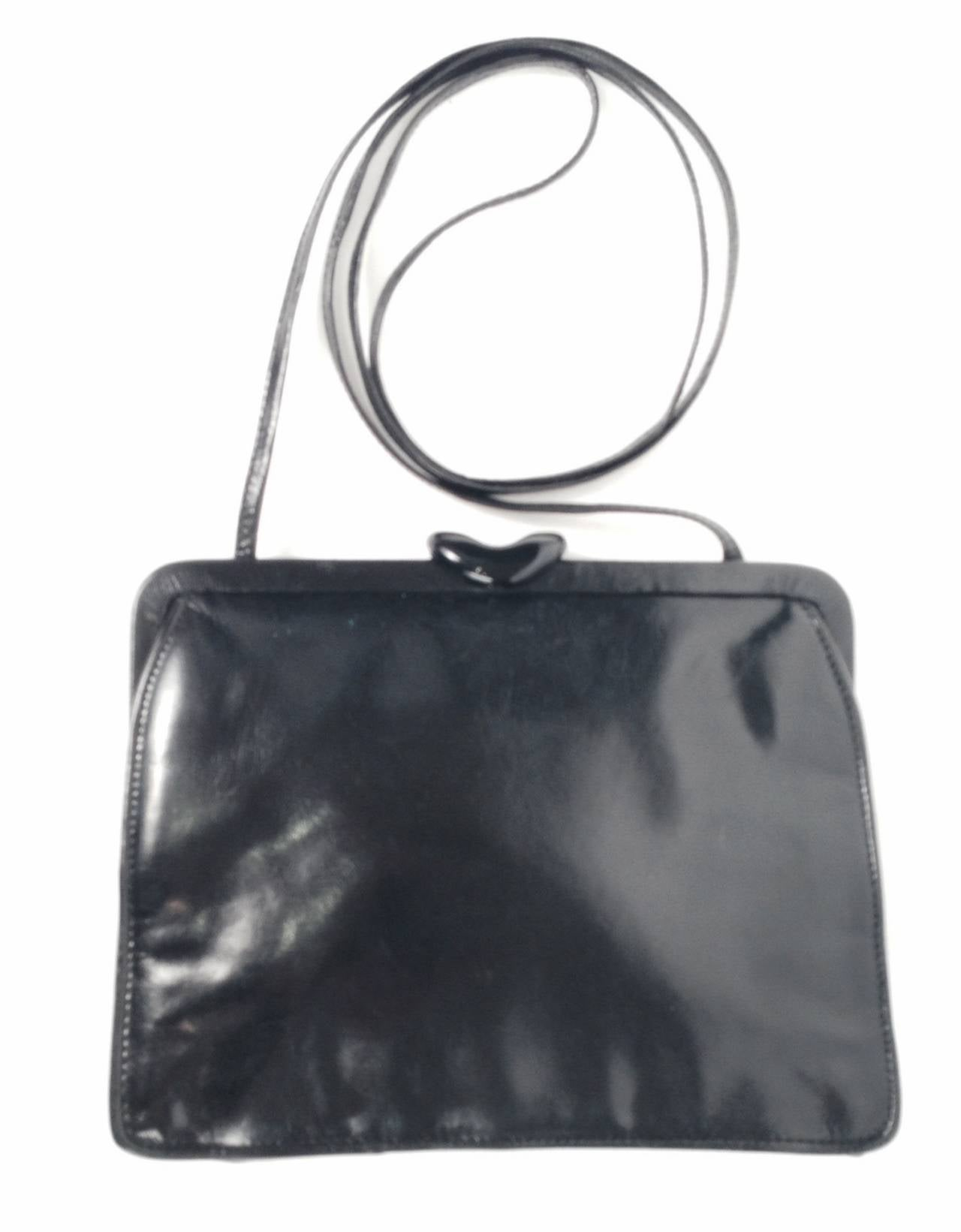 Live La Dolce Vita from day into evening carrying this vintage convertible clutch from Bottega Veneta!  Polished calfskin exterior and leather interior showcase the old-world craftsmanship that define Bottega Veneta.  Interior zippered pocket keeps