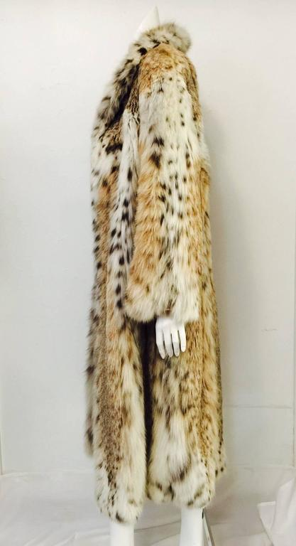 Luxurious Full-Length Natural Lynx Coat  In Excellent Condition For Sale In Palm Beach, FL