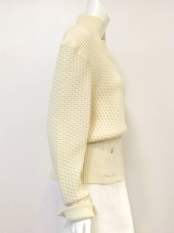 Women's Chanel 100% Ivory Wool Pullover Sweater With Triple Strand Necklace For Sale