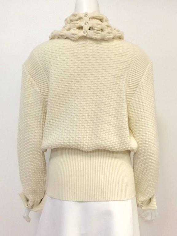 Chanel 100% Ivory Wool Pullover Sweater With Triple Strand Necklace In Excellent Condition For Sale In Palm Beach, FL