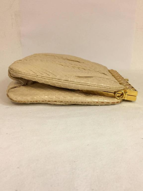 Stylish Judith Leiber Snakeskin Cream Colored Cross body  In Excellent Condition For Sale In Palm Beach, FL