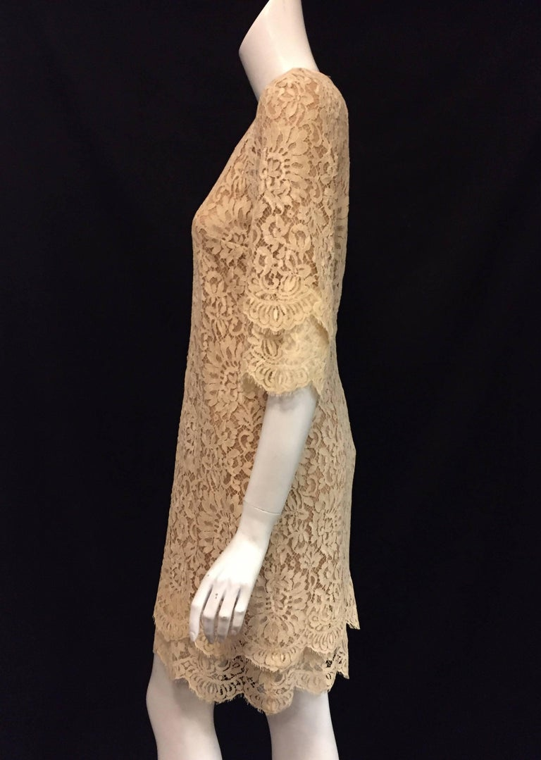 Modern Michael Kors Beige Lace Dress With Double Layer Cuffs and Hem For Sale 4