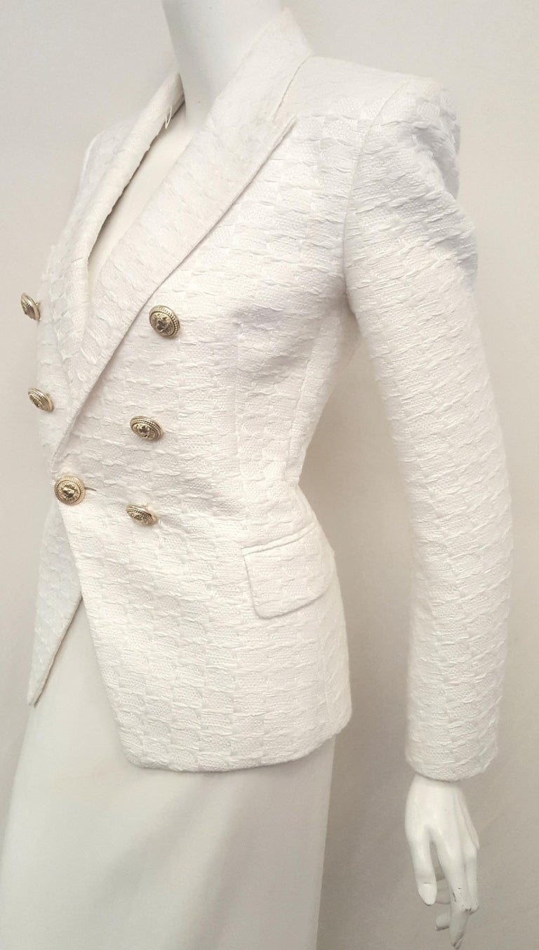 8652b289 Balmain White Cotton Blend Textured Jacket with Decorative Gold Tone  Buttons In Excellent Condition For Sale