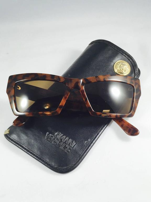 dc76af89295f Women's or Men's 1990s Gianni Versace Tortoise Wayfarer Sunglasses With  Mudusa Head Temples For Sale