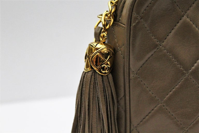 1990s Chanel Brown Leather Crossbody Bag In Excellent Condition For Sale In Torre Del Greco, IT