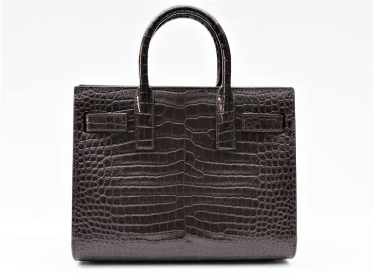Signature Saint Laurent bag with round sleeves, accordion sizes, compression straps with linguette and adjustable and removable shoulder. Perfect conditions.