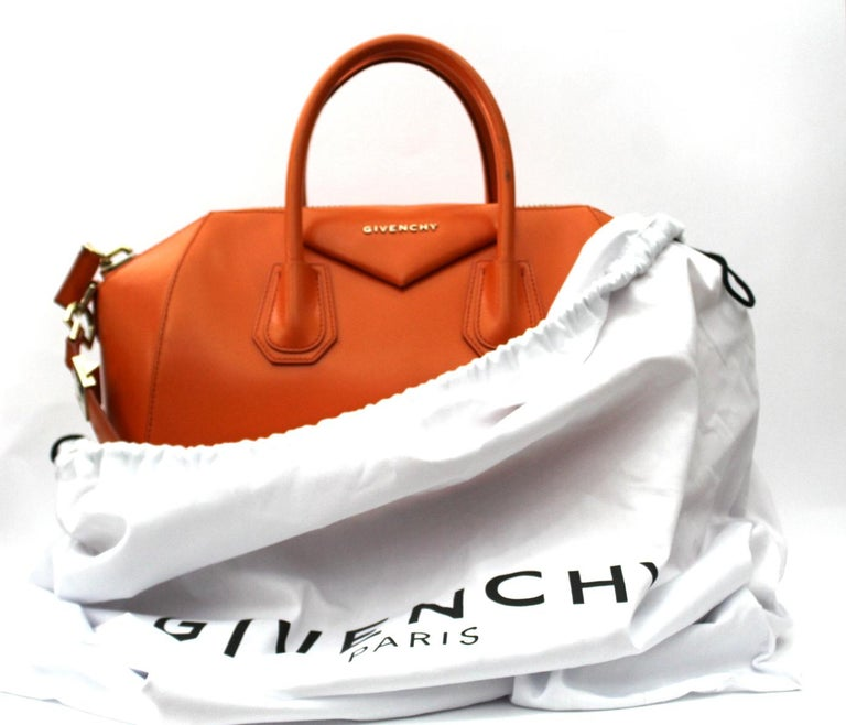04748b5ab1a74 Givenchy Sugar Goatskin Leather Medium Antigona Bag For Sale 3