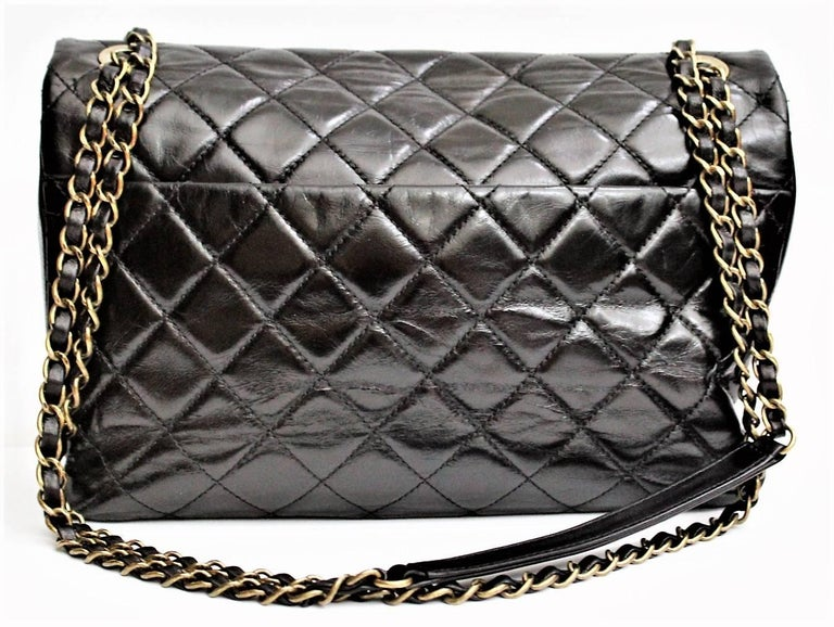 The Chanel Black Quilted Leather and Python Urban Mix Flap Shoulder Bag features a lovely shape, with dark calfskin leather and gorgeous python skin front flat pocket. Leather/chain entwined straps with leather shoulder straps make this bag easy to