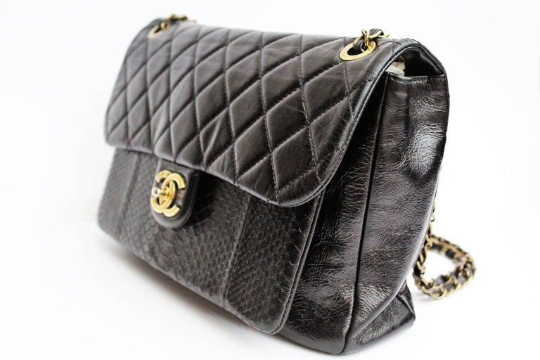 Chanel Black Quilted Leather and Python Urban Mix Medium Flap Shoulder Bag In Excellent Condition For Sale In Torre Del Greco, IT