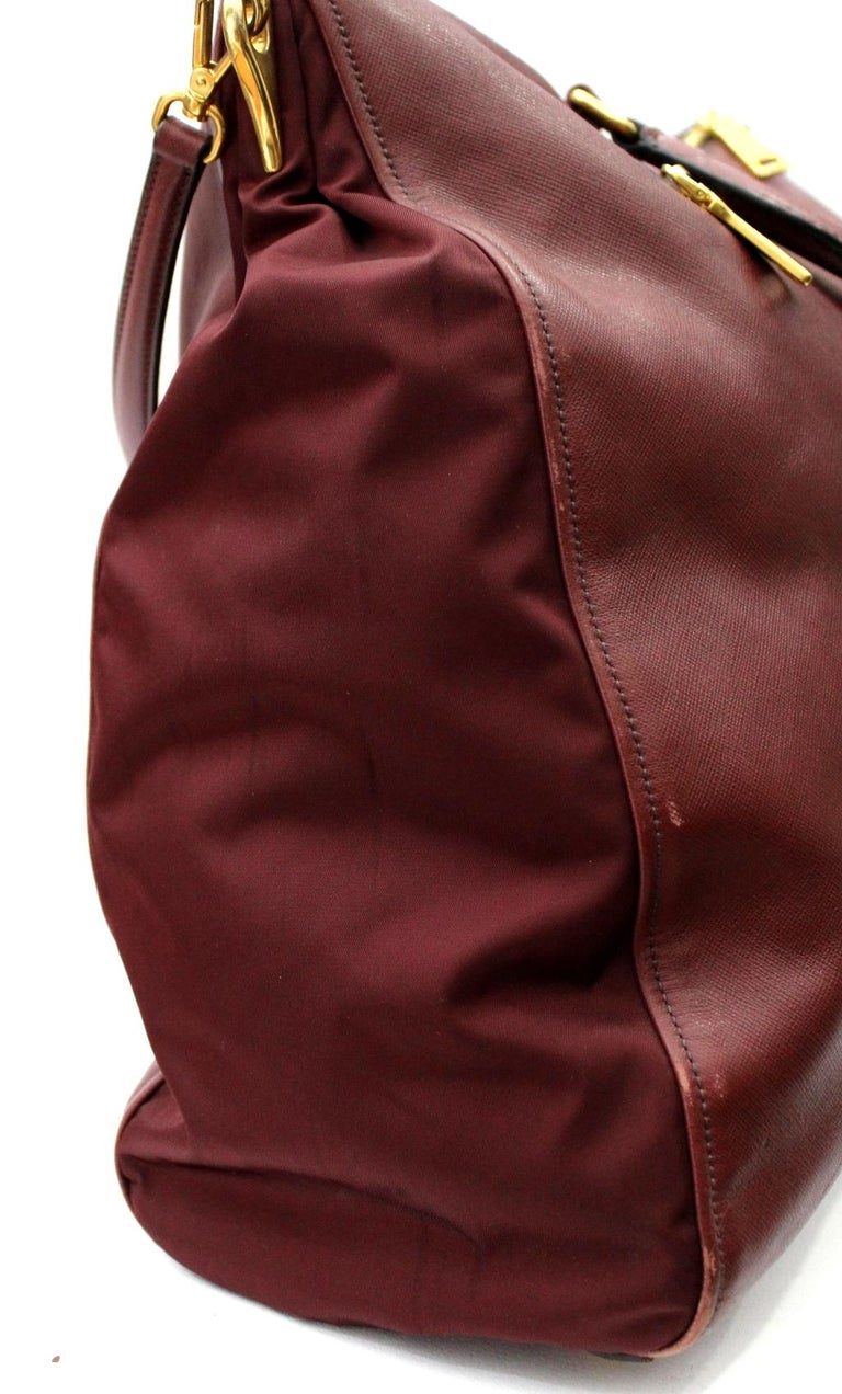 Prada Bordeaux Leather Shoulder Bag In Good Condition For Sale In Torre Del Greco, IT