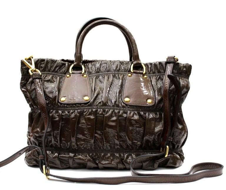Prada Ematite Vernice Gaufrè Leather  In Excellent Condition For Sale In Torre Del Greco, IT