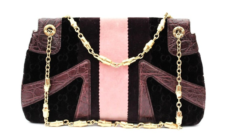 Do not miss the opportunity to own this limited edition Dragon Gucci shoulder bag. The exterior will amaze you with the incredible details! It features a stunning purple GG velvet with a pink / purple stripe on the front, crocodile-printed leather