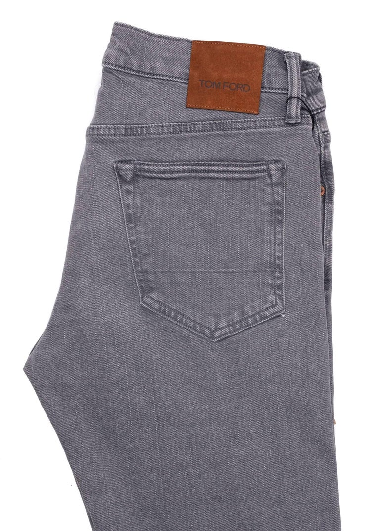 Tom Ford Selvedge Denim Jeans Medium Grey Wash Size 32 Straight Fit Model   In New Condition For Sale In Brooklyn, NY