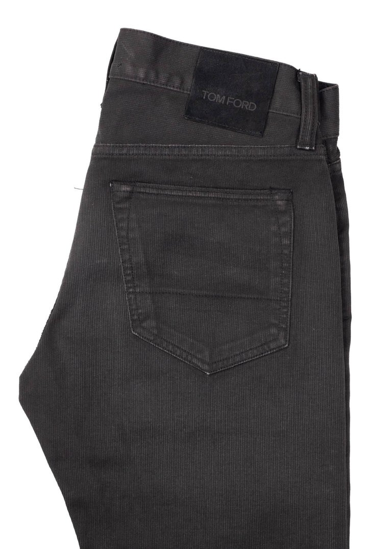 om Ford Denim Jeans Dark Grey Wash Size 28 Straight Fit Model In New Condition For Sale In Brooklyn, NY