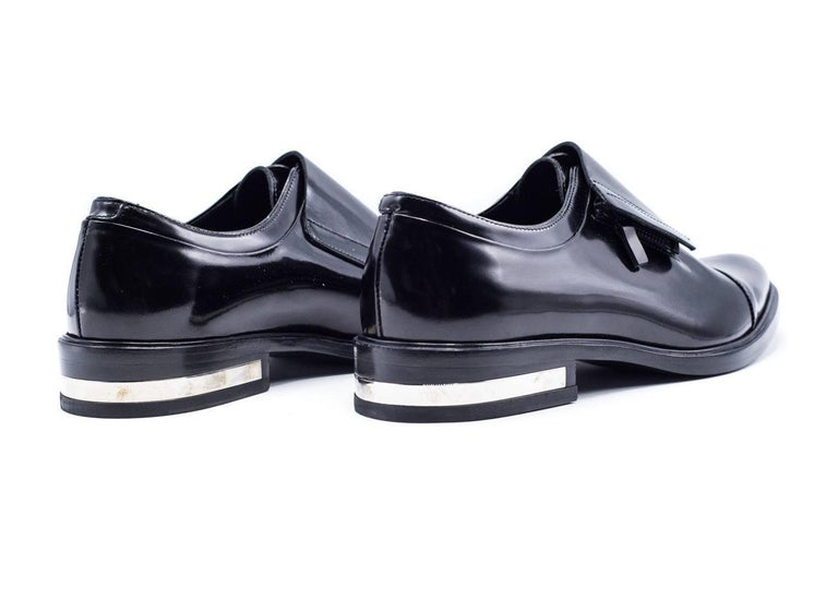 Givenchy Mens Richelieu Metal Heel Black Leather Oxfords In New never worn Condition For Sale In Brooklyn, NY