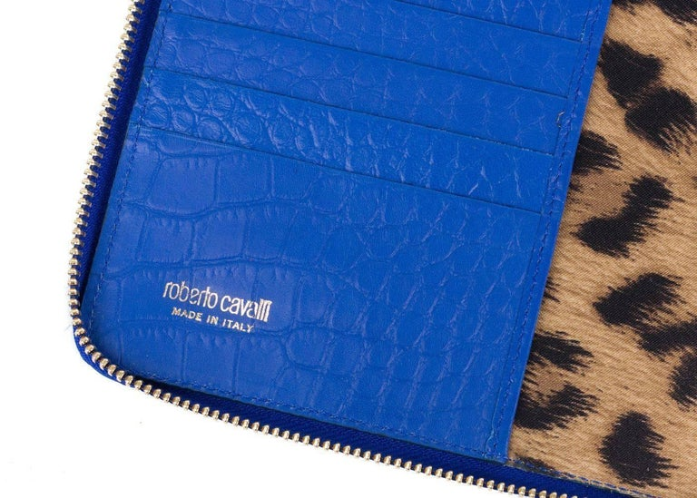 Roberto Cavalli Blue Textured Leather Shoulder Strap Tablet Device Case In New Never_worn Condition For Sale In Brooklyn, NY