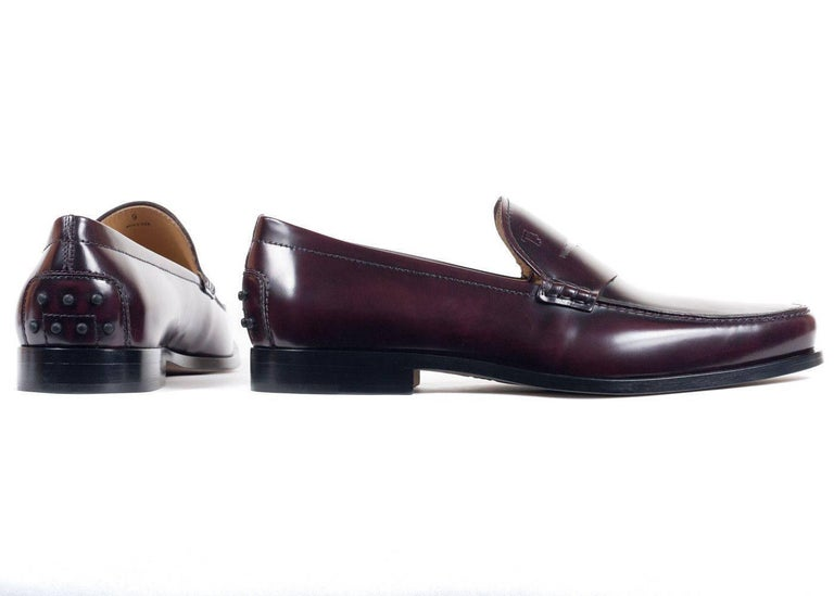 Black Tod's Men's Classic Burgundy Leather Penny Loafers For Sale