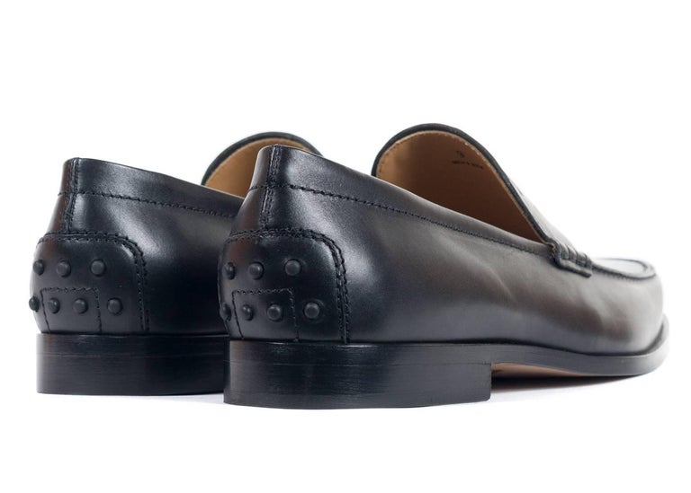 Tod's Men's Classic Matte Black Leather Penny Loafers For Sale 1