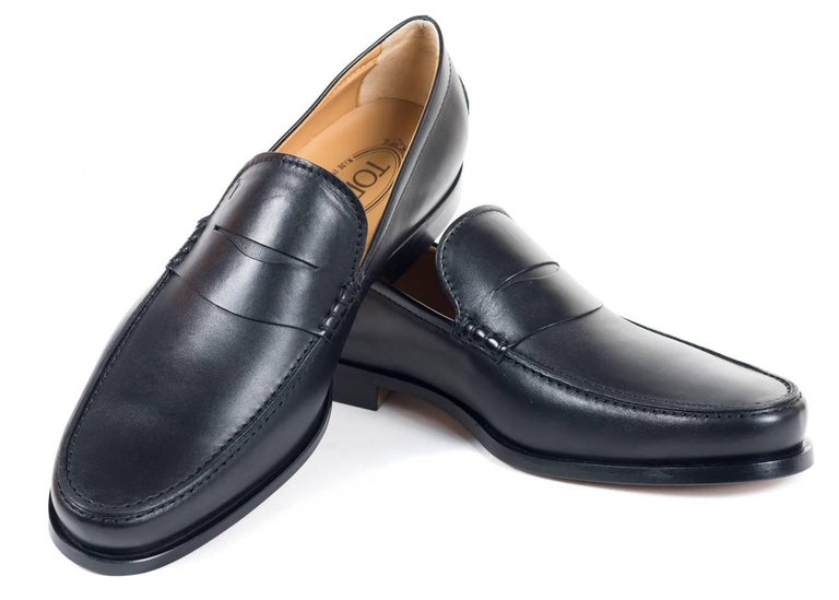 Tod's Men's Classic Matte Black Leather Penny Loafers For Sale 2