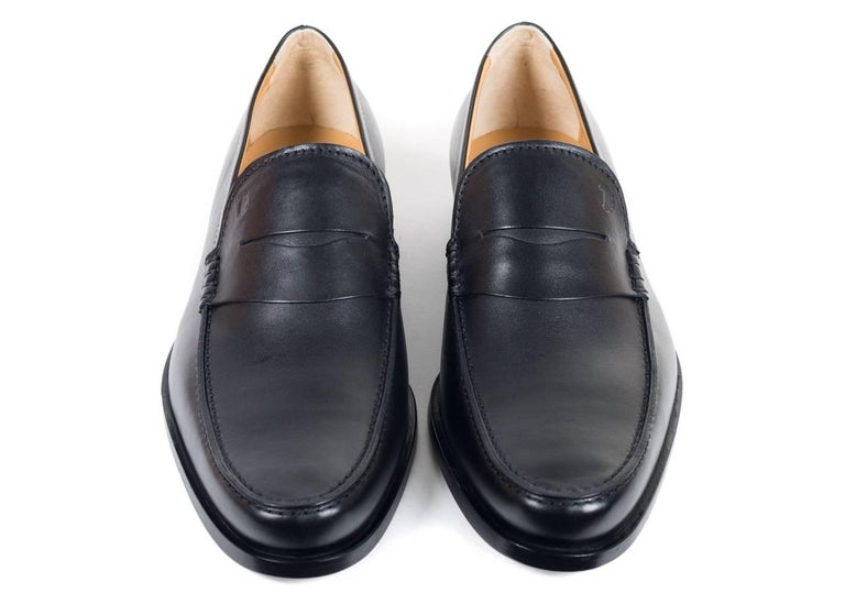 Brand New Tod's Men's Loafers Original Box & Dust Bag Included Retails in Stores & Online for $495 Size UK6/ US7 All Shoes are in UK Sizing  Tod's classic penny loafers crafted in black calfskin leather for an ultra smooth look to these shoes. These