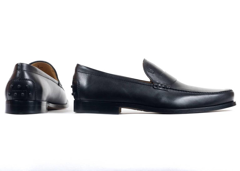 Tod's Men's Classic Matte Black Leather Penny Loafers In New Condition For Sale In Brooklyn, NY