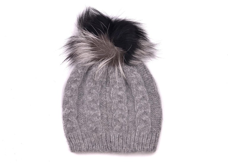 Roberto Cavalli Womens Grey Alpaca Cable Knit Fox Fur Hat In New Condition For Sale In Brooklyn, NY