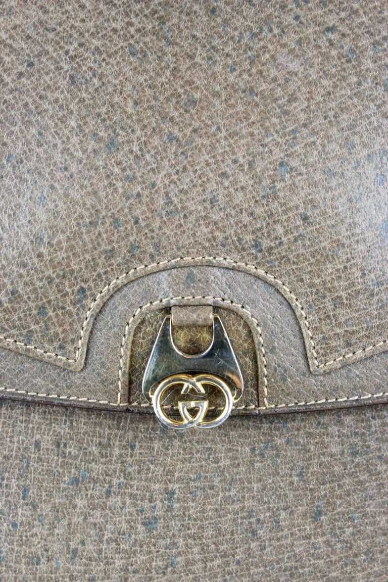 Gucci 1970s Taupe Brown Leather Shoulder Bag For Sale 4