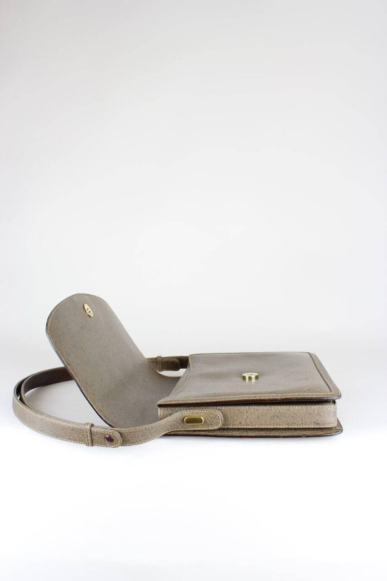 Gucci 1970s Taupe Brown Leather Shoulder Bag For Sale 3