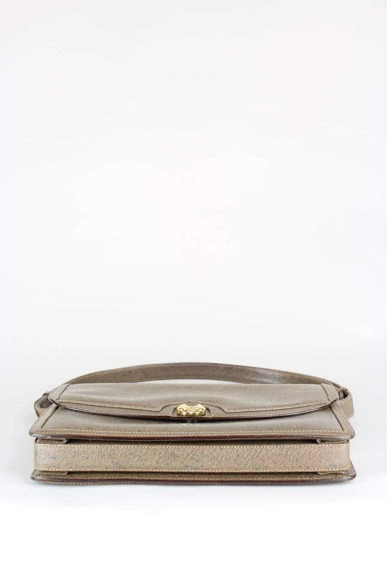 Women's Gucci 1970s Taupe Brown Leather Shoulder Bag For Sale