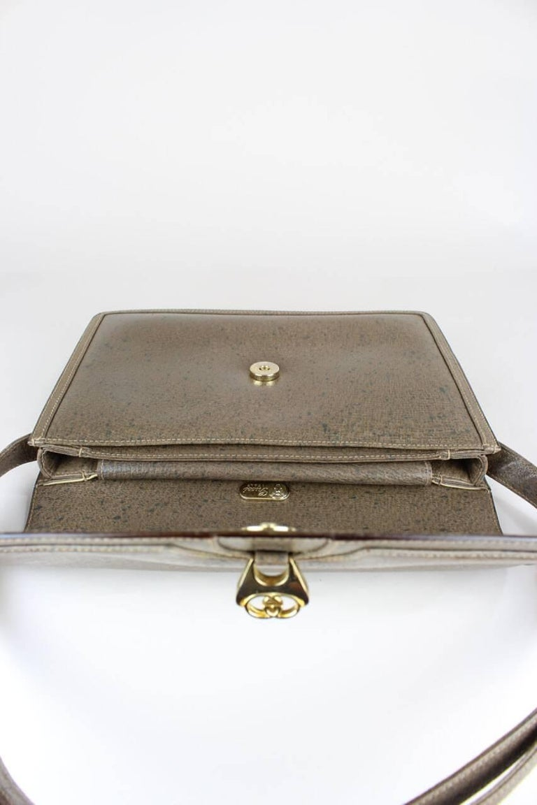 Gucci 1970s Taupe Brown Leather Shoulder Bag For Sale 2
