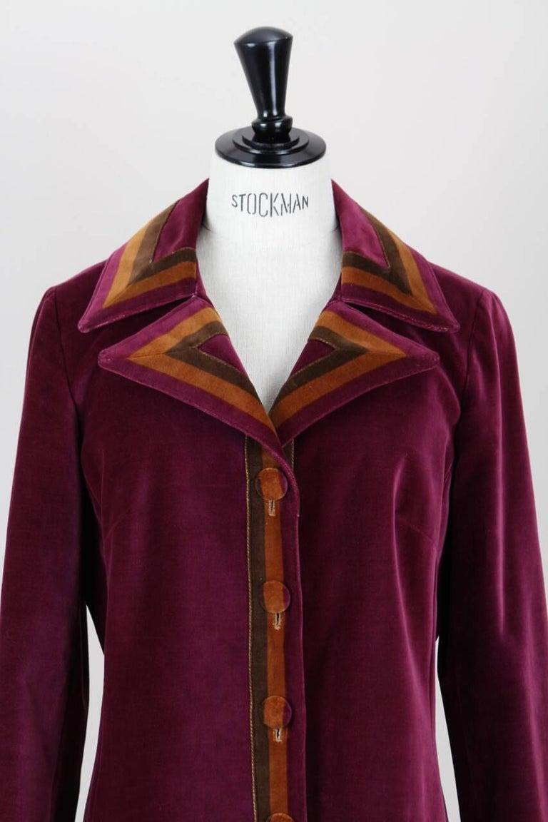 Roberta di Camerino Ruby Red Aztec Design Velvet Coat Size M/L, 1970s  In Excellent Condition For Sale In Munich, DE