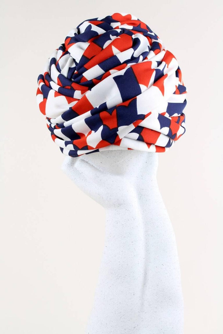 Gray Berliner Modelle Stylized Navy Red and White Heart Print Turban Hat, 1950s/1960s For Sale